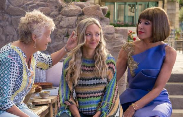mamma-mia-here-we-go-again-mit-amanda-seyfried-julie-walters-und-christine-baranski